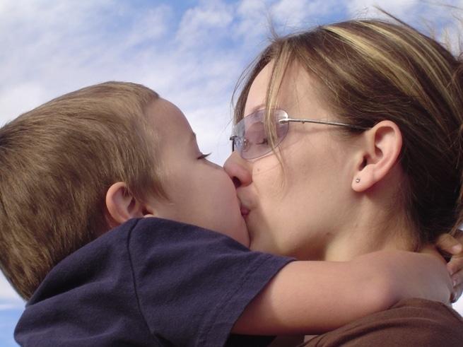 Секс молоденькие мамы будят сыновей 192