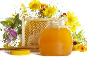 10 полезных свойств меда