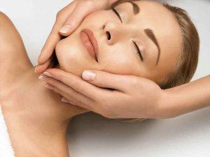 Як правильно робити масаж обличчя від зморшок
