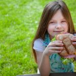 10 порад, як навчити дитину правильно харчуватися