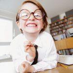 Как бороться с комплексами ребенка в очках