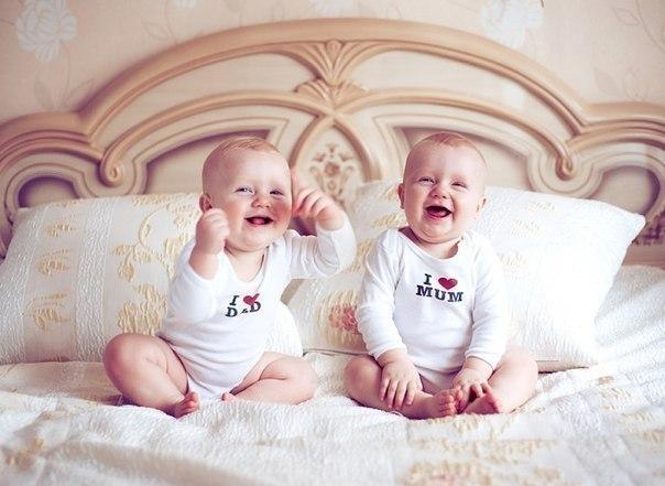 Родители близнецы ребенок близнецы