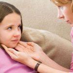 Что делать, если у ребенка болит шея