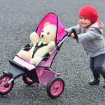 Как выбрать коляску для кукол: виды и особенности