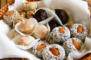 Полезные сладости для детей: готовим конфеты из сухофруктов
