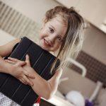 Советы родителям: давать ли ребенку в школу планшет