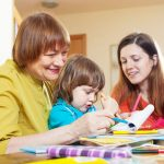 Что делать, если свекровь вмешивается в воспитание ребенка
