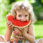 Чем полезен арбуз детям и с какого возраста можно давать
