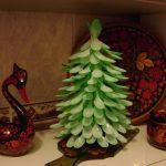 Новогодние поделки: елка из пластиковых вилок