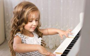 Підбірка дитячих віршів про професії на українській мові