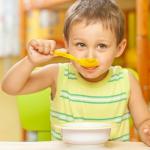 Полезные завтраки для бодрости ребенка