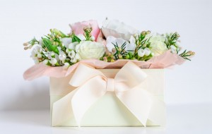 подарок на 8 марта, коробка, цветы