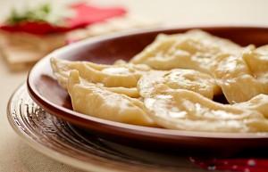 Украинская кухня: вареники с вишней на пару