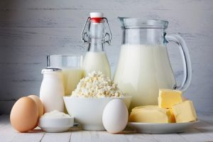 молочные продукты, сыр, молоко, кефир, масло, яйця