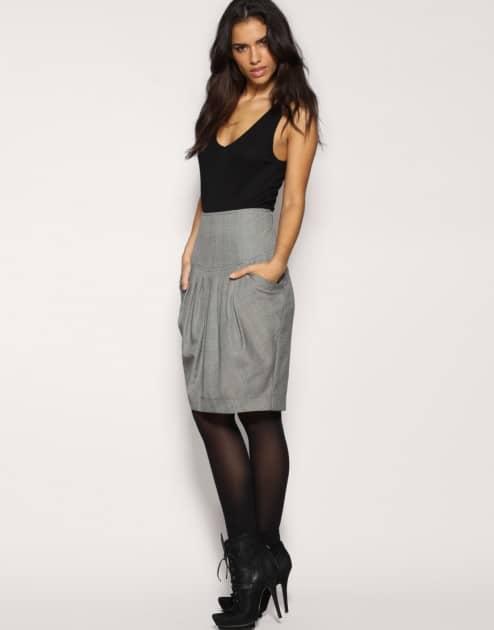 Облегающая юбка до колен