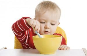 Как научить ребенка есть самостоятельно