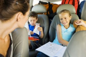 Чем развлечь ребенка в автомобиле