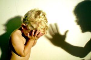 Муж бьет ребенка: что делать?