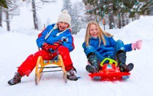 Зимние развлечения: на чем кататься с горки