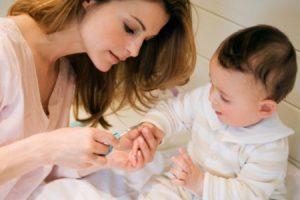 Как подстричь ногти ребенку, если он сопротивляется