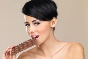 Шоколад в рационе кормящей мамы и аллергия у ребенка