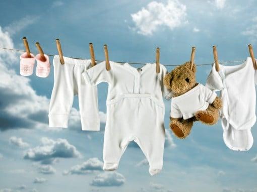 Как стирать вещи новорожденного