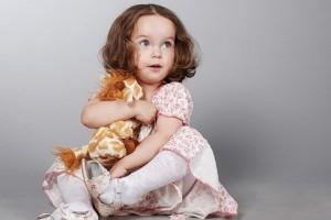 Какие выбирать игрушки для девочки