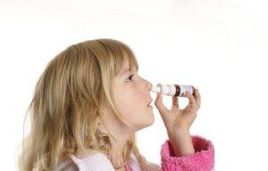 Как закапывать ребенку нос