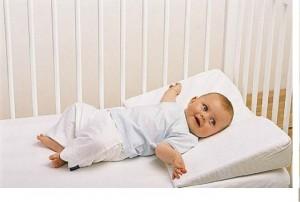 """Как выбрать """"здоровую"""" и безопасную подушку для малыша"""