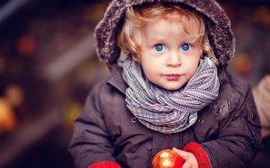 Прогулки на свежем воздухе во время простуды у ребенка