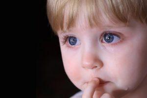Почему ноет ребенок: главные причины