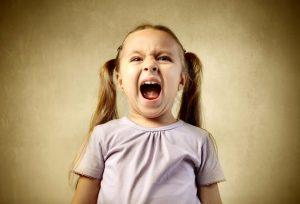 Как остановить истерику у ребенка?