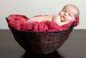 Первый месяц жизни ребенка: игры и упражнения на развитие