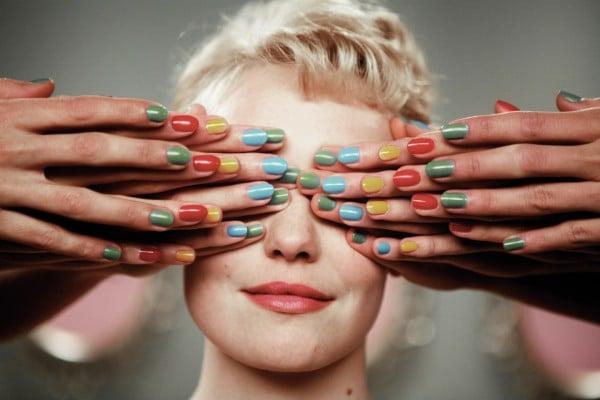 Советы молодой маме: как быстро высушить лак на ногтях?