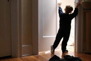 Что делать, если ребенок застукал родителей в спальне