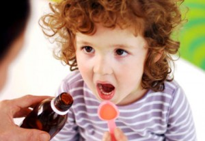 Советы родителям: как заставить ребенка принять лекарство