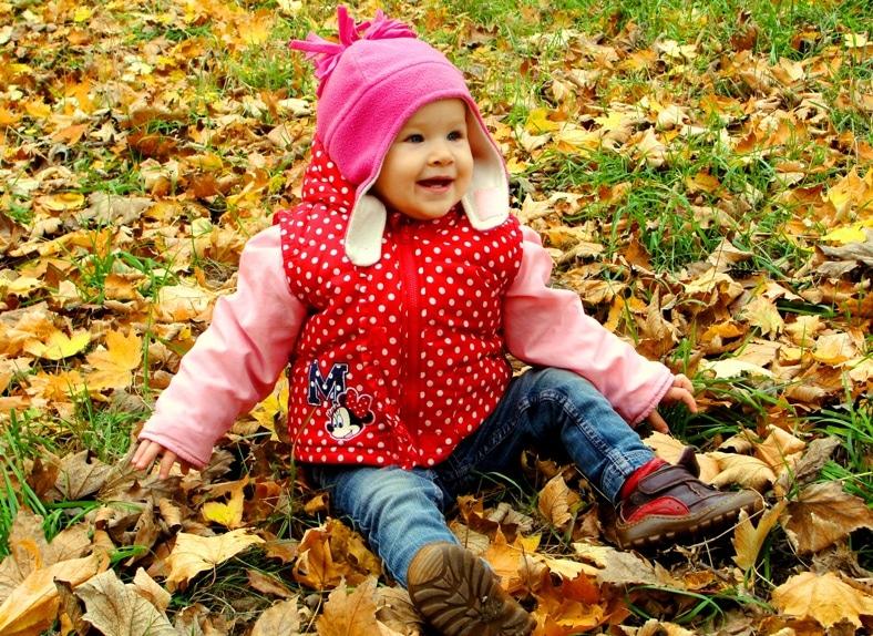 Доченька Олюшка знакомится с осенней природой