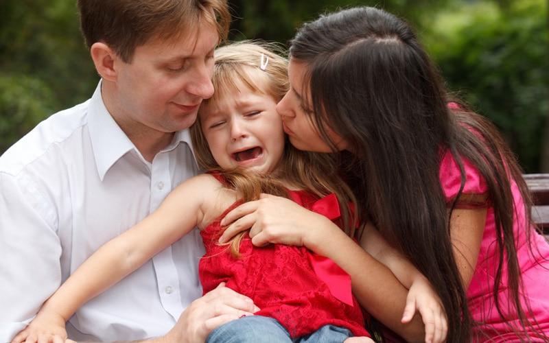 Неврозы у ребенка: причины, признаки и лечение