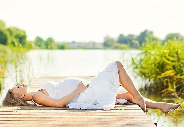 Боль в животе у беременных: виды, причины и как облегчить