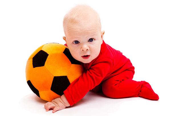Мяч для ребенка: какой выбрать и во что играть