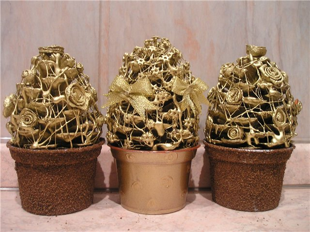 Мастер-класс: новогодние елочки из шишек