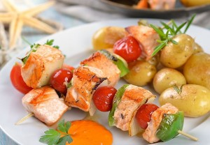 Новогодние рецепты для детей: шашлычки из рыбы