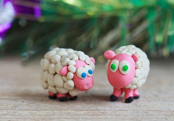 Новогодние развлечения для детей: конкурс «Слепи овечку»