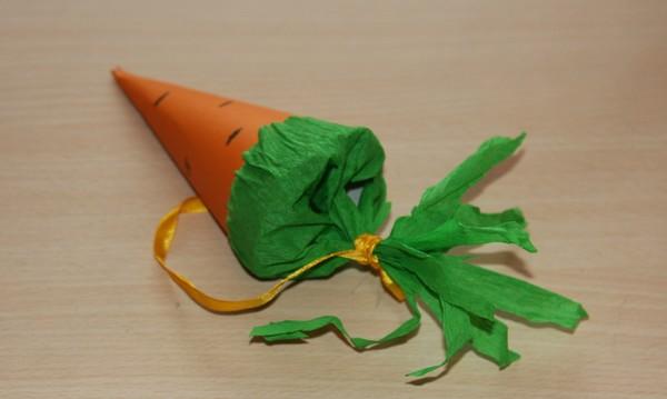 Мастер-класс: новогодние кулечки-морковки для конфет