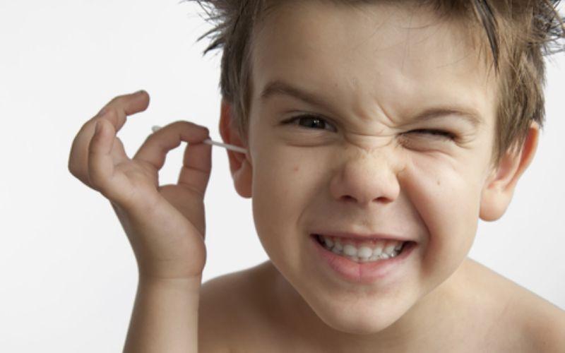 Серная пробка у ребенка: причины, лечение и профилактика