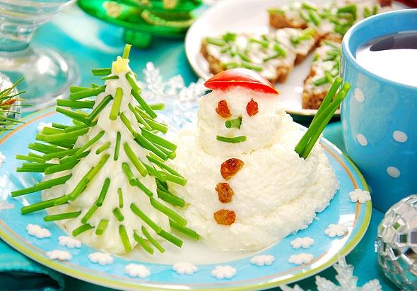 Новогодний детский стол: веселые снеговички