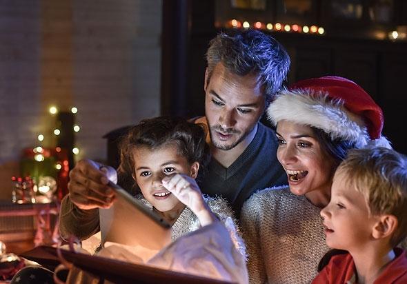 Чем заняться дома на Рождество: игры для всей семьи