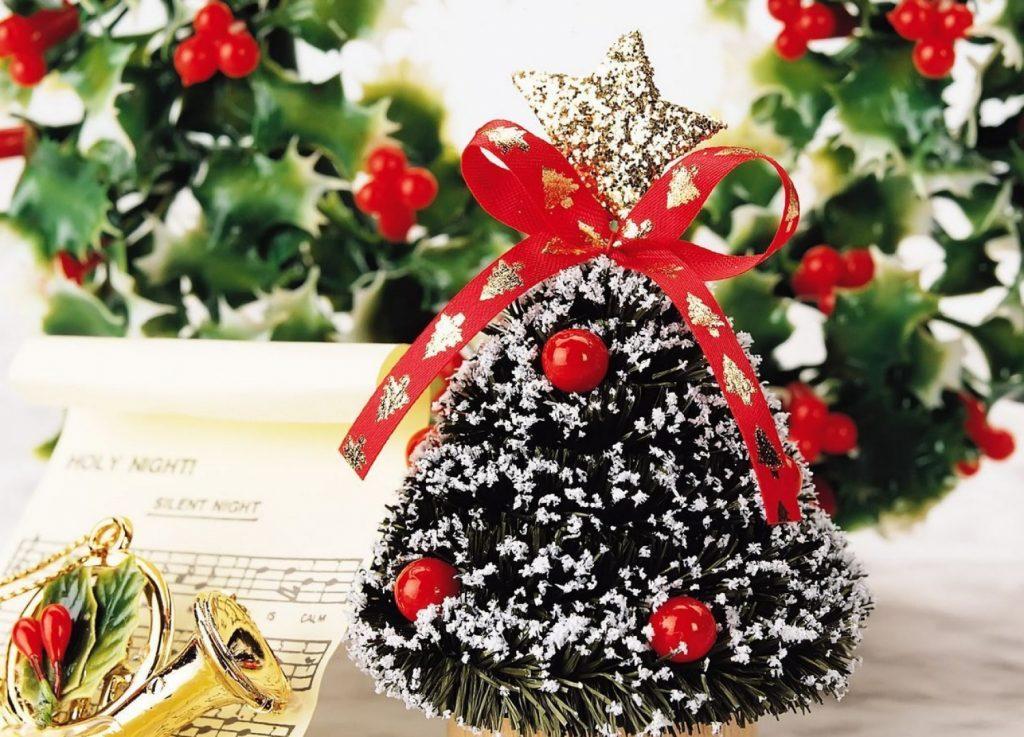Новогодние поделки: настольная елка
