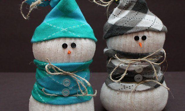 Новогодние поделки: снеговики из носков