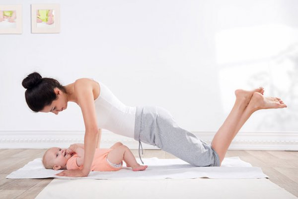 ТОП-7 упражнений для мамы с ребенком